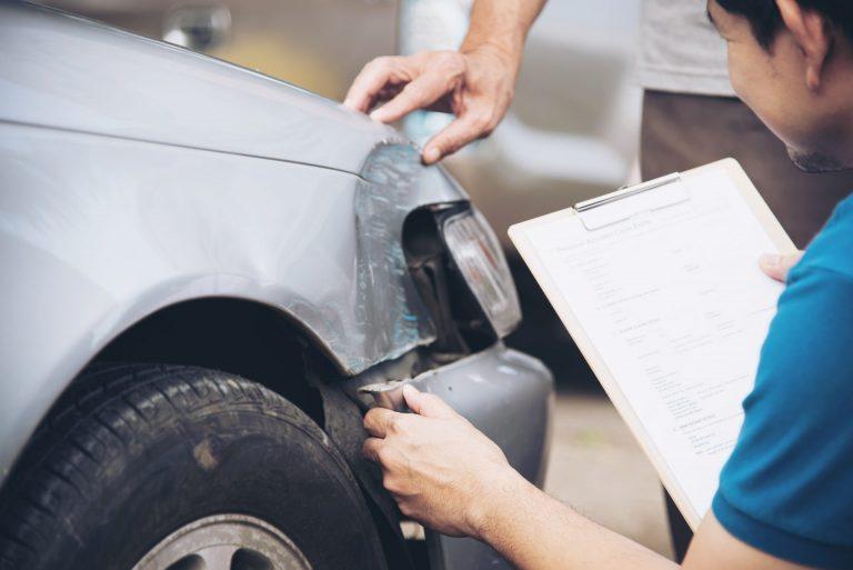 KFZ Schadengutachten nach einem Autounfall